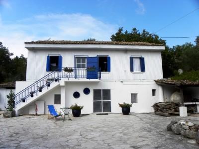 Komilio-Cottage-01.jpg